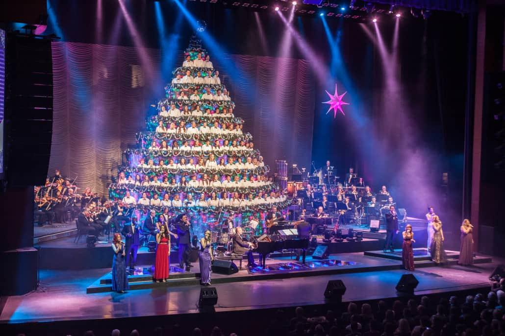 Singing Christmas Tree Edmonton.Edmonton Singing Christmas Tree Raising Edmonton