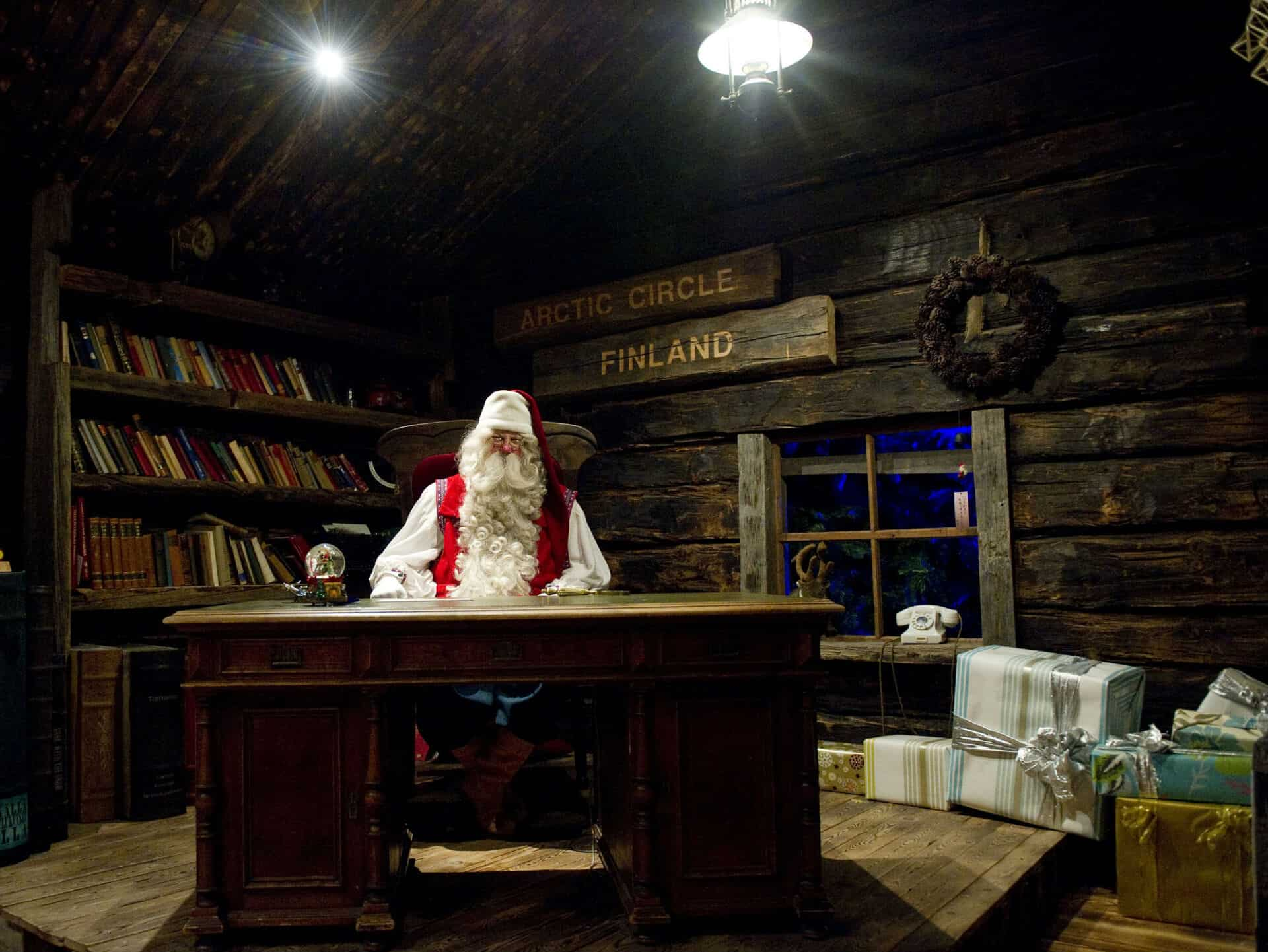 8 Places to get FREE Photos with Santa in Edmonton this Month