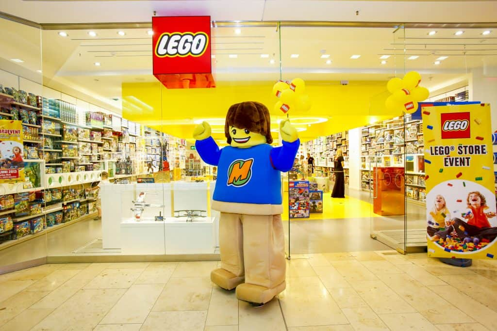Do This: Weekly Building Challenges for Kids at the Lego Store